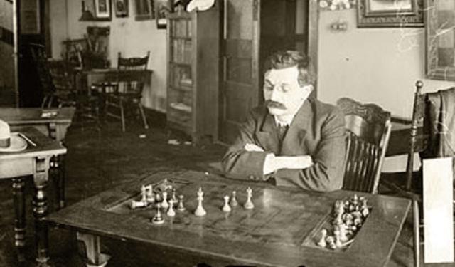 Emanuel Lasker: la psicología del juego y el campeón casi eterno