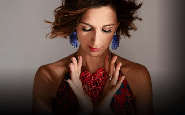 Eleanor Dubinsky canta el mundo
