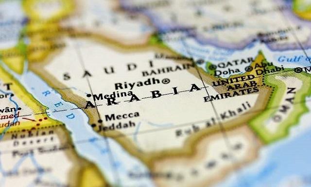 Milicias hutíes atacan refinerías saudíes