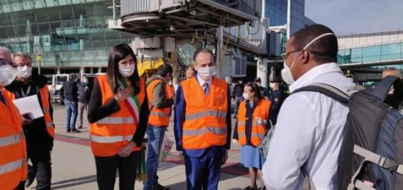 (FOTO 2) Articolo - Alle O.G.R. di Torino arrivano in aiuto gli infermieri e i medici di Cuba