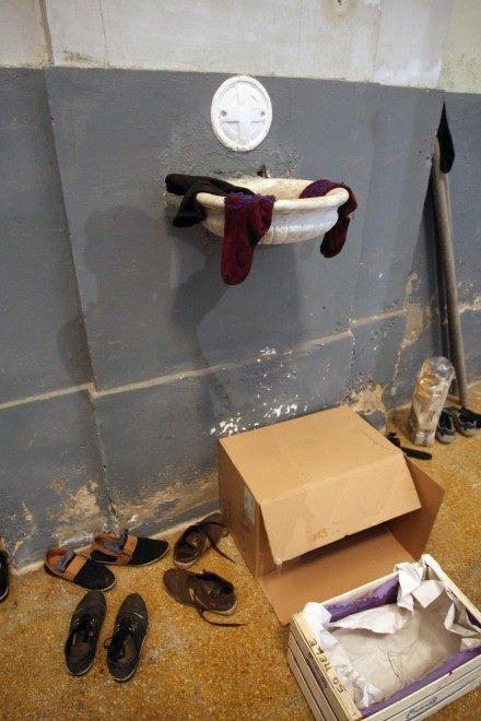 Acquasantiere usate per lavare i calzini e chiese usurpate