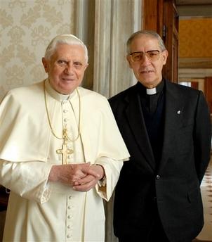 """Adolfo Nicolas, generale dei Gesuiti: """"Può esserci più amore cristiano in un'unione irregolare che in una coppia sposata in Chiesa. Non si può evangelizzare a colpi di Vangelo"""""""
