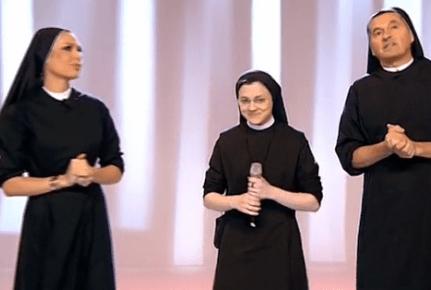 Blasfemia senza fine. Suor Cristina con I. Blasi e Mammuccari vestiti da suore