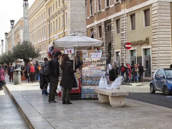 [SECONDO QUINTO] Il suk di Piazza San Pietro