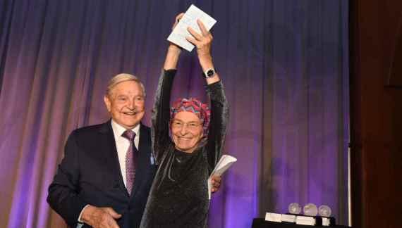 I crimini degli immigrati e le mani di Soros sull'Italia