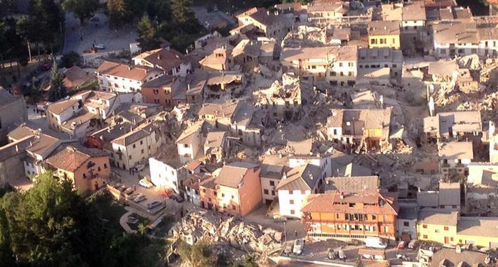 Terremoto, foto di Amatrice scattata da bordo dell'eliambulanza