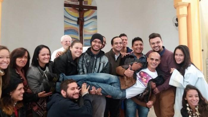 'Catolicismo brasileiro': drag queen che distribuiscono la 'comunione' e teologia della liberazione
