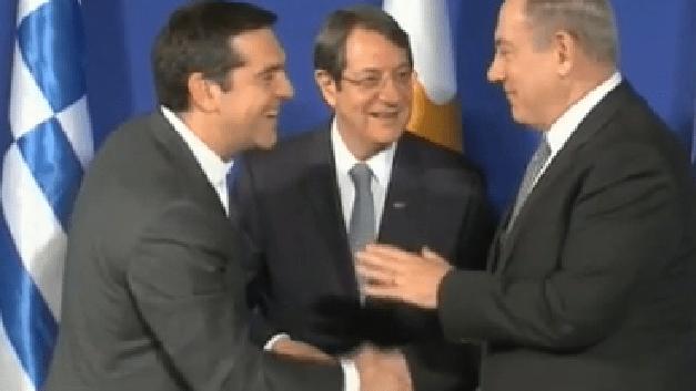 L'abbraccio tra Netanyahu e Tsipras, uniti da gas e petrolio