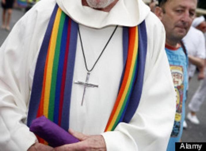 'Caso preti gay' a Santiago: l'Arcivescovo Barrio smentisce, anzi no