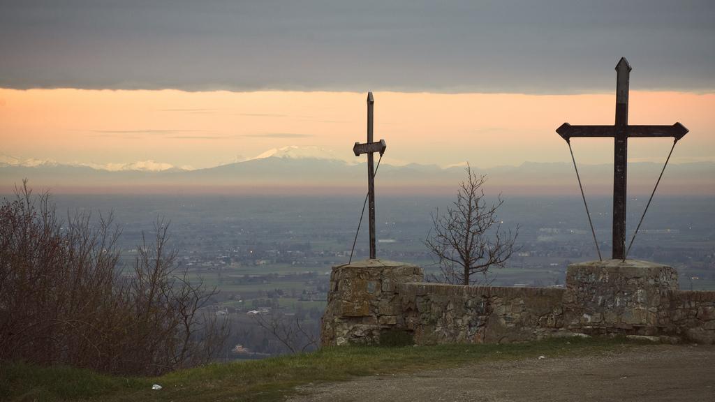 Il Monte delle Tre Croci a Scandiano (RE)