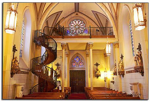 La scala misteriosa che San Giuseppe costruì nel New Mexico