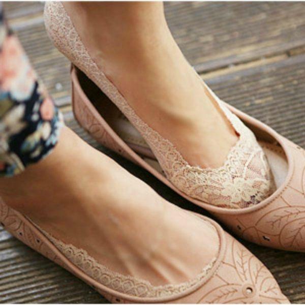 Una simpatica idea per non piagarci i piedi con le ballerine di plastica cinese...