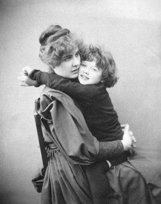 Constance con il figlio Cyril (1889)