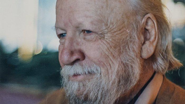 """Oltre """"Il Signore delle Mosche"""": viaggio nell'opera di William Golding, lo scrittore che raccontò alla modernità il peccato originale"""