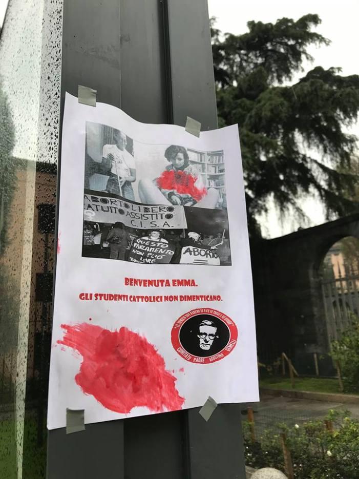 Oggi Emma Bonino in Università Cattolica, compaiono i manifesti di contestazione: 'Gli studenti cattolici non dimenticano'