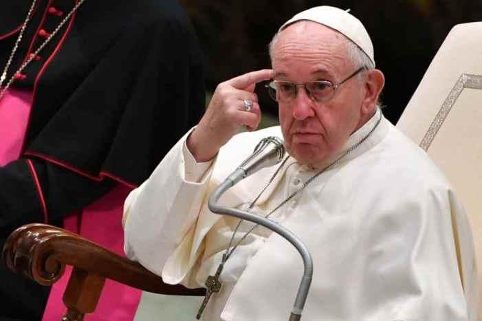 Il teatrino del Papa buono e della Chiesa cattiva