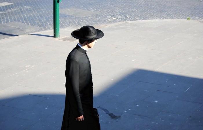 """Obbedienti. Editoriale di """"Radicati nella fede"""""""