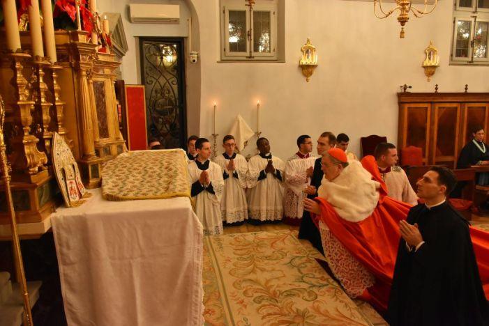 """Alcuni cardinali e vescovi hanno firmato una """"Dichiarazione"""" che implicitamente corregge l'insegnamento di Bergoglio"""
