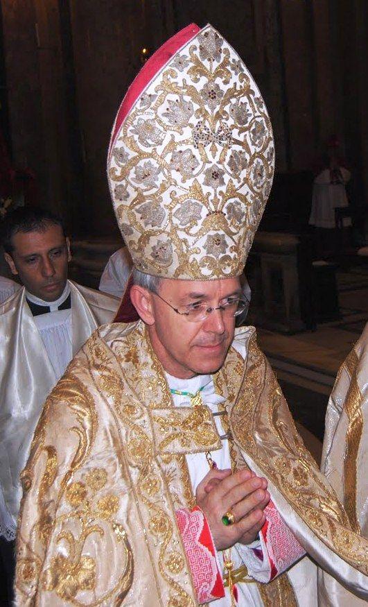 """Mons. Schneider: """" Il Vaticano sta tradendo Gesù Cristo come unico Salvatore dell'umanità"""""""