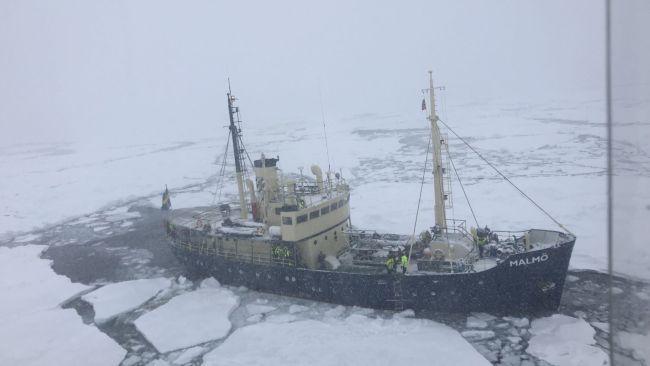 Herald Sun: per la sesta volta nave di ecologisti (climate change) resta bloccata nel ghiaccio, salvati in elicottero