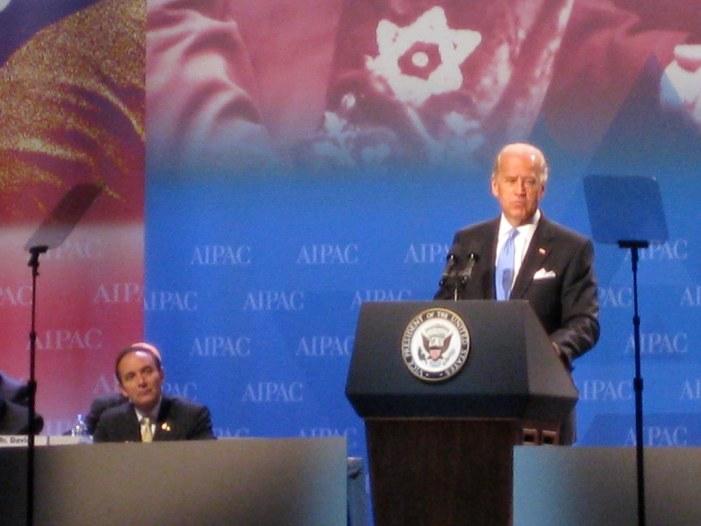 Prete rifiuta Comunione a ex vicepresidente americano (filo-abortista) Joe Biden, in corsa per Casa Bianca