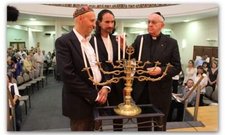 """Bergoglio agli studenti: """"Non si può dire ai ragazzi ebrei o musulmani 'vieni e convertiti' """"."""