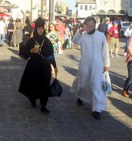Celibato, il 'sinodo' delle mogli di preti scismatici orientali: figli, parrocchia e un marito sempre assente