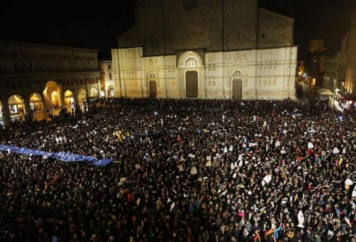 """🔴 Verosimile ma non vero. La sardina Santori: Bergoglio mi chiamò e disse """"Continuate così"""""""