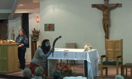 Australia. Danze pagane e invocazione di spiriti durante un'ordinazione diaconale