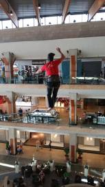 echilibristica la Iulius Mall highline Flaviu Cernescu si George Ciprian Lungu iulie 2015 (16)