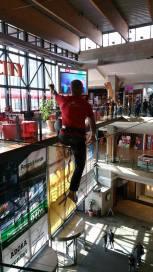 echilibristica la Iulius Mall highline Flaviu Cernescu si George Ciprian Lungu iulie 2015 (4)