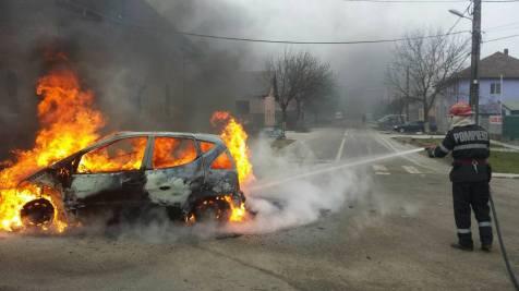 incendiu masina chisoda 17.01 (1)