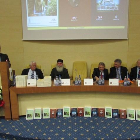 Sală plină și un prezidiu onorat de IPS Ioan, Mitropolitul Banatului