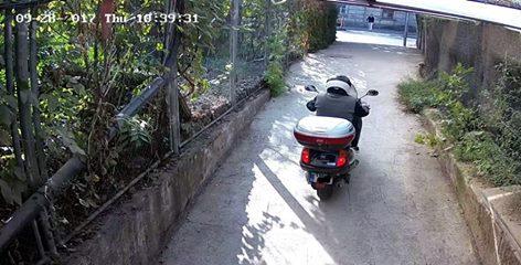 moped motor pasaj pietonal (1)