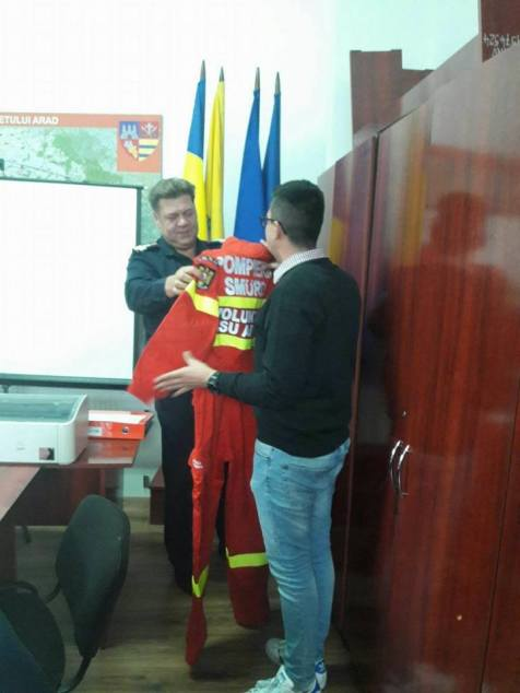 primul voluntar pe ambulanta SMURD Arad (2)