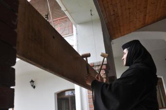 manastirea Sag vopsirea oualor 15