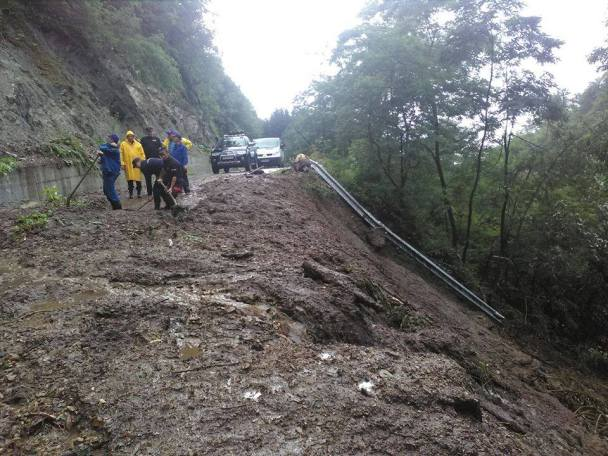 alunecare de teren sarmizegetusa (3)