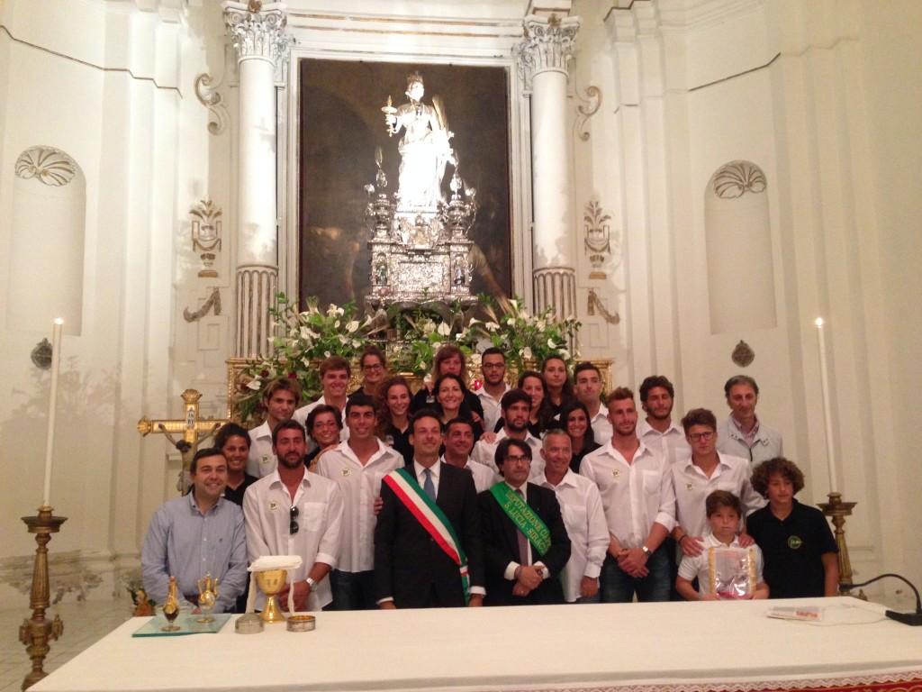 I giocatori del Circolo Canottieri Ortigia porteranno in spalla il simulacro di Santa Lucia
