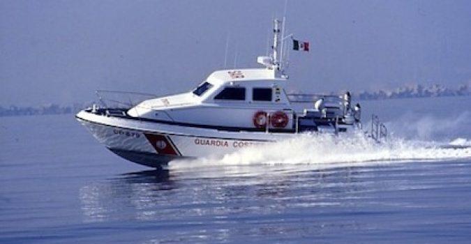 Augusta, Motovedetta della Capitaneria di Porto salva due natanti
