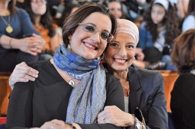 Tumore al seno, la Carovana della Prevenzione, domani, a Francofonte. Testimonials dell'evento Catena Fiorello e il dirigente scolastico Antonella Frazzetto.
