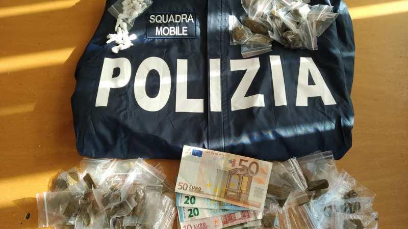 Siracusa, Gli uomini della squadra mobile della Questura hanno arrestato un uomo per droga