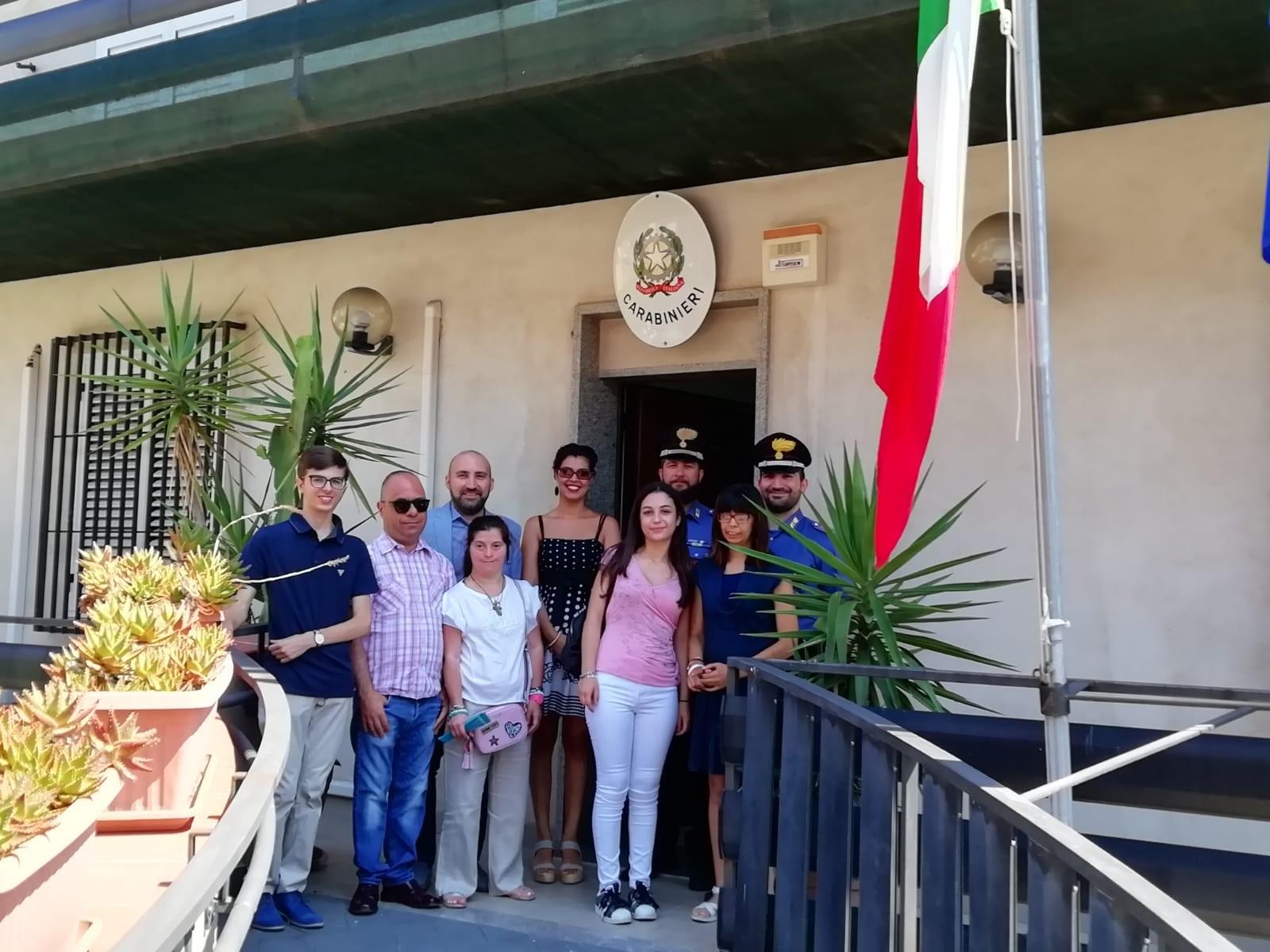 """Melilli, visita di un gruppo di ragazzi alla stazione dei carabinieri per parlare del progetto """"Legalità, bullismo e disabilità"""""""