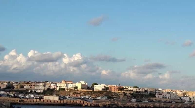 """Lampedusa, pescatori""""bloccati"""" da pescherecci Nordafricani nelle acque territoriali: il sindacoMartello scrive a ministri De Micheli e Di Maio"""