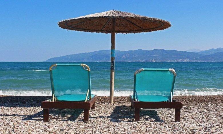 Stabilimenti balneari e spiagge: vietati racchettoni e balli di gruppo. Tutte le regole da seguire