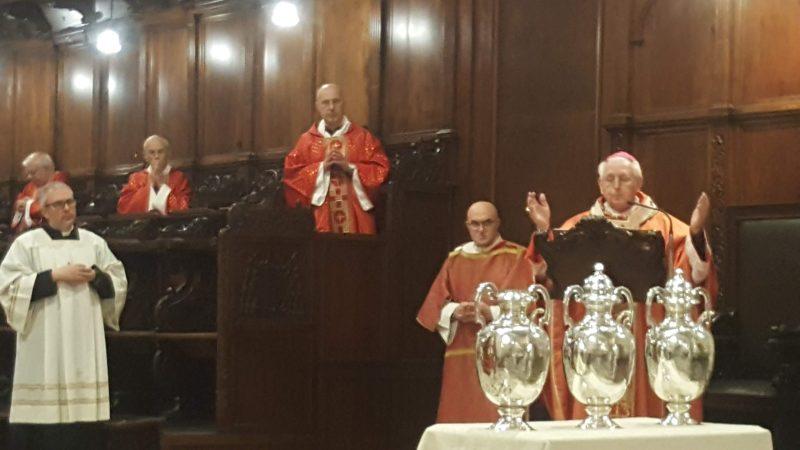 """Siracusa, in Cattedrale veglia di Pentecoste e benedizione degli Oli. L'arcivescovo Mons. Salvatore Pappalardo: """"Manda il tuo Spirito, Signore, a rinnovare la terra"""""""