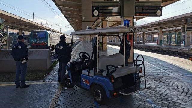 Palermo, 6 indagati, oltre 3.200 persone controllate e 3 minori rintracciati: il bilancio dell'ultima settimana della Polizia di Stato  nella stazioni ferroviarie siciliane