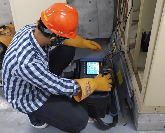 pengukuran elevator lift menggunakan power quality analyzer hioki