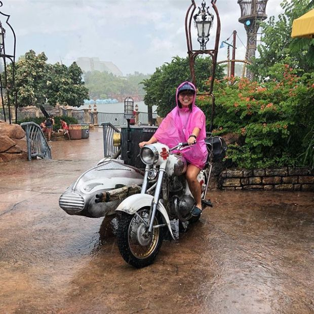 It's raining! Ooh a moto with a sidecar. Let's take a photo... 🤣 #add