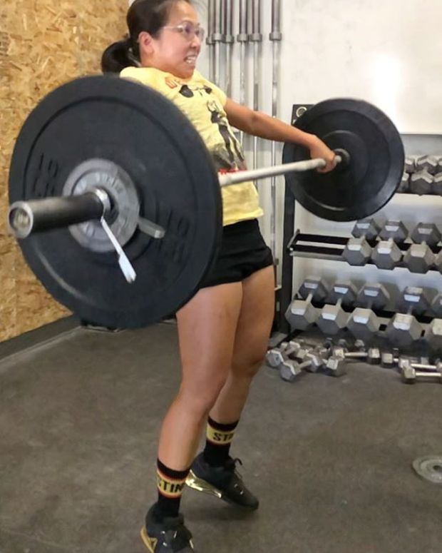 No Snatch PR today, but I got to my current best — 65#; something I haven't been able to match since February  Even better, I got some valuable feedback that I immediately implemented during the WOD.  @makailacabuhat . . .#crossfitgirls #womenwholift #crossfit #snatch #weightlifting