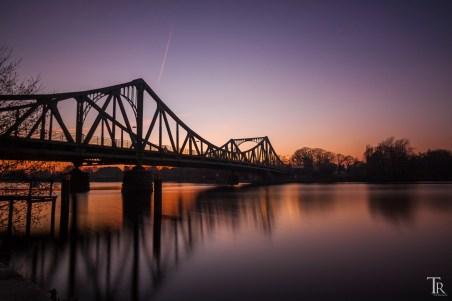 Glienicker Brücke (Potsdam-Berlin) im letzten Abendlicht